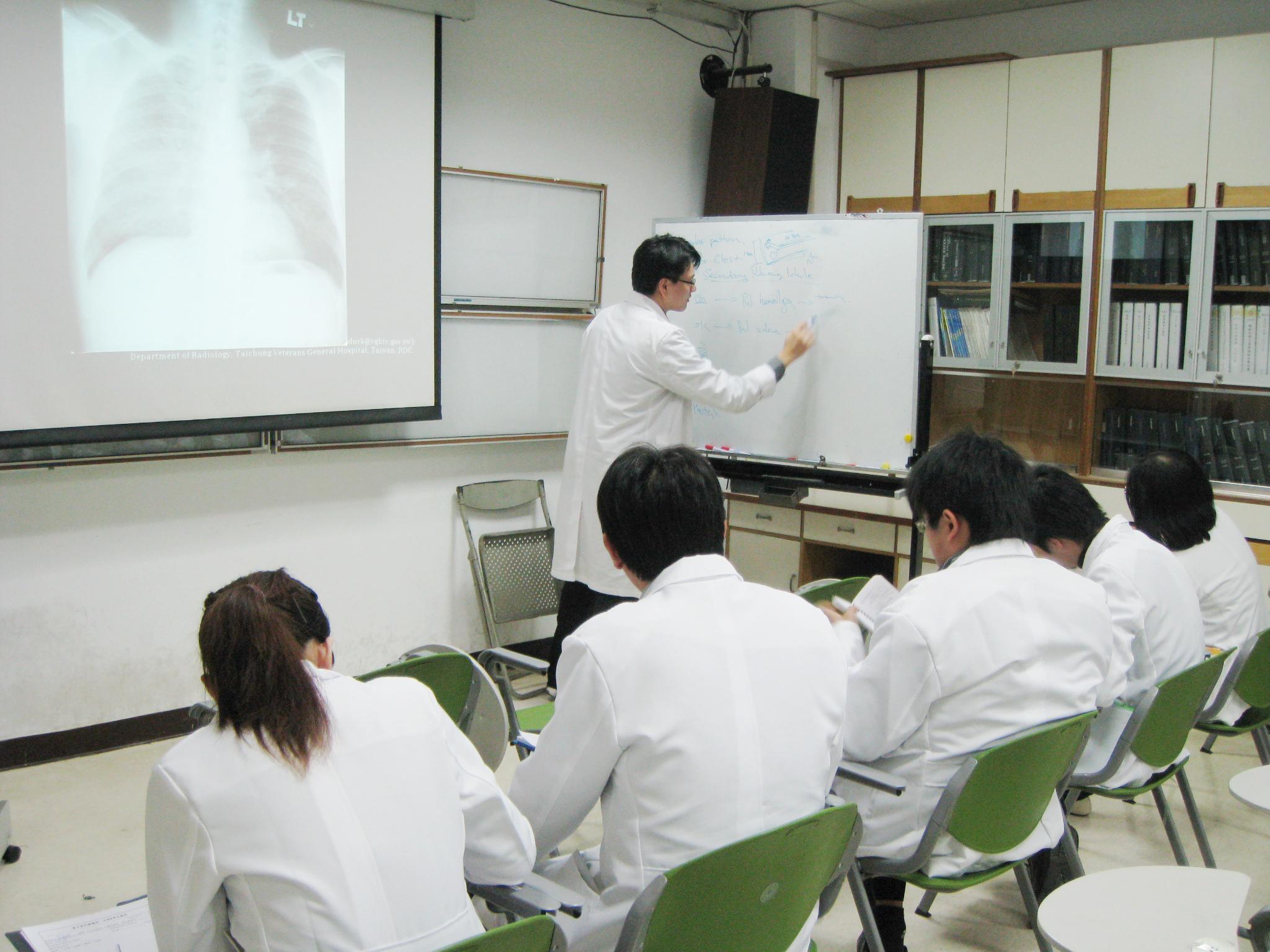 蔡依橙醫師指導實習醫師
