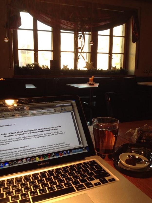 在咖啡館工作